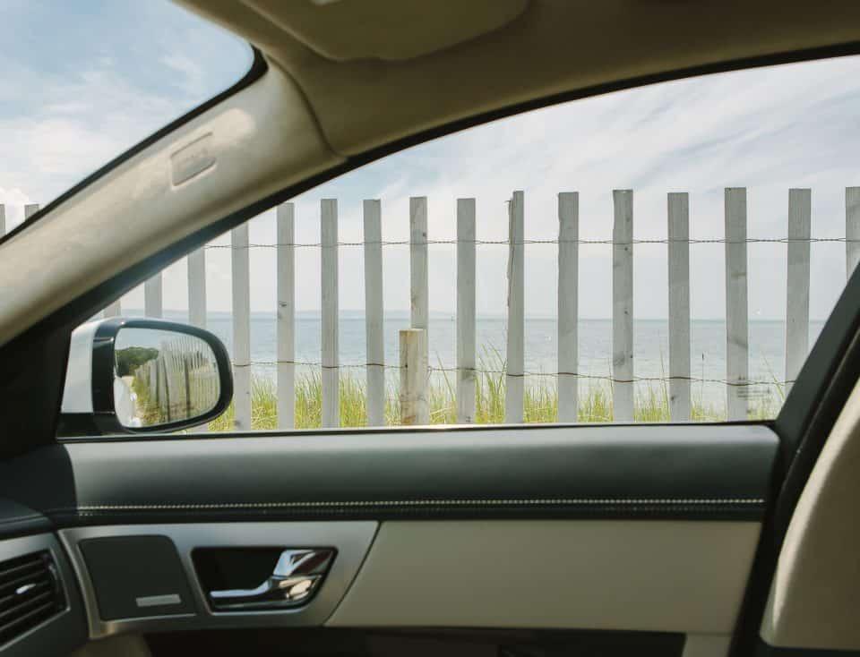 Aussicht aus dem Auto mit Blick auf das Meer